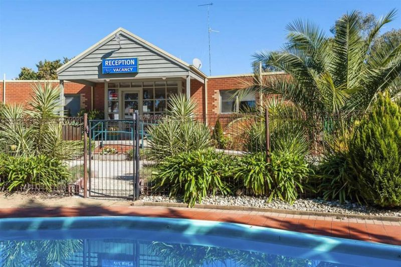 COMFORT INN COACH AND BUSHMANS - Accommodation Mermaid Beach