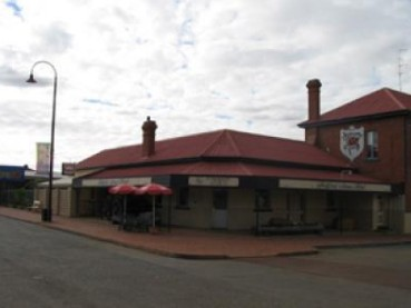 Bedford Arms Hotel - Accommodation Mermaid Beach