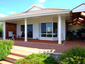 Close Encounters Bed and Breakfast - Accommodation Mermaid Beach