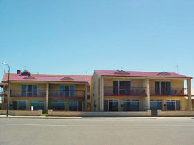 Tumby Bay Hotel Seafront Apartments - Accommodation Mermaid Beach