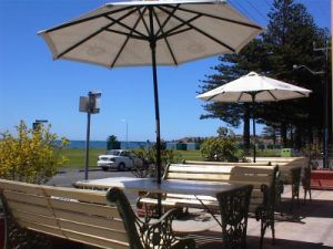 Anchorage at Victor Harbor Seafront Hotel - Accommodation Mermaid Beach