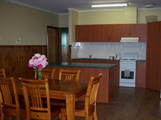 Riverland Holiday Cottage - Accommodation Mermaid Beach