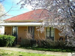 Cooma Cottage - Accommodation - Accommodation Mermaid Beach