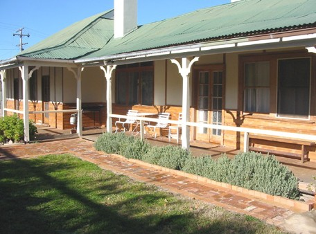 Gundagai Historic Cottages Bed and Breakfast - Accommodation Mermaid Beach