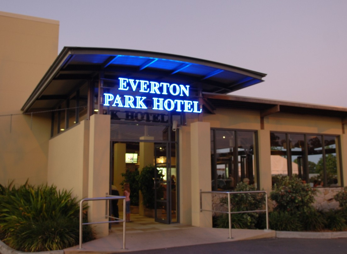 Everton Park Hotel - Accommodation Mermaid Beach
