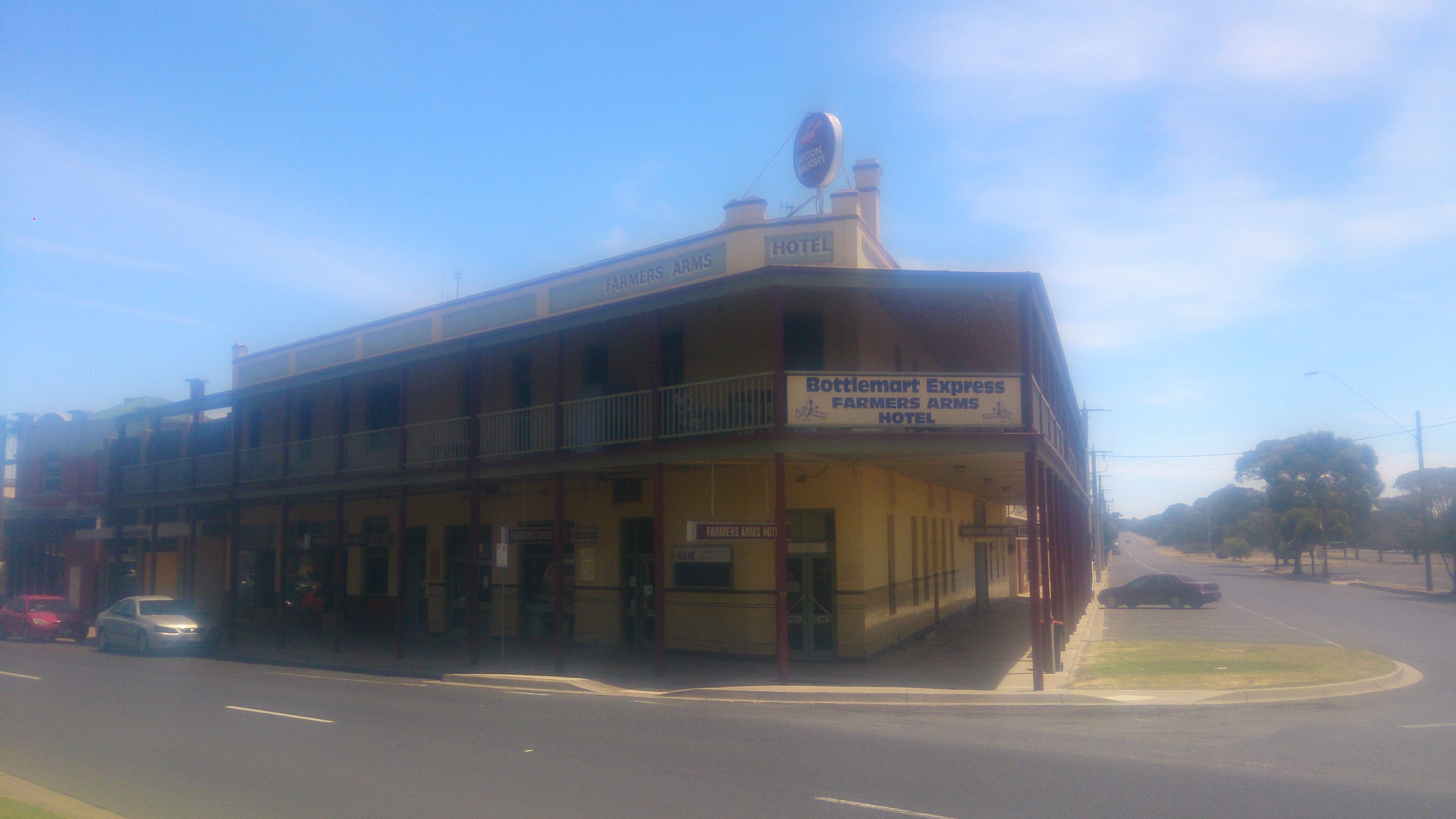 Farmers Arms Hotel - Accommodation Mermaid Beach