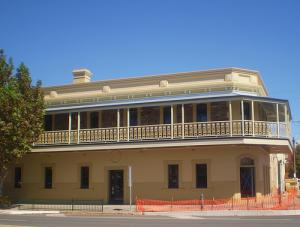 The British Hotel - Accommodation Mermaid Beach