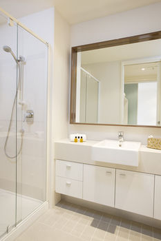 Melbourne Short Stay Apartments on Whiteman - Accommodation Mermaid Beach