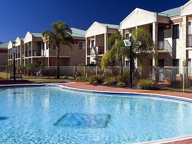 Country Comfort inter City Hotel  Apartments - Accommodation Mermaid Beach