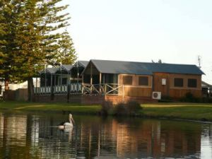Two Shores Holiday Village - Accommodation Mermaid Beach