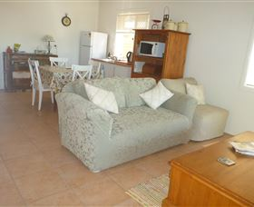 The Friendly Chat Bed and Breakfast and Self-contained Accommodation - Accommodation Mermaid Beach