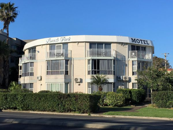 Beach Park Motel - Accommodation Mermaid Beach