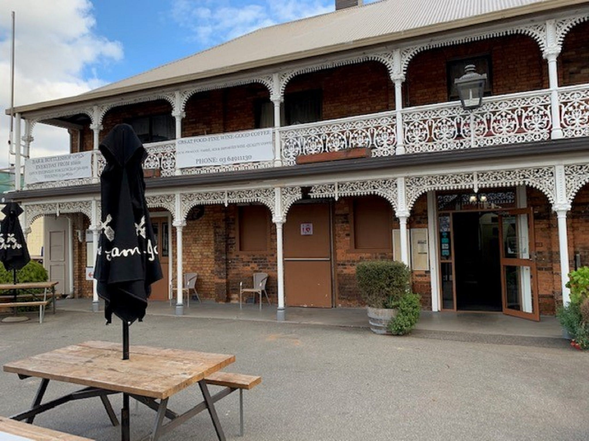 The Sheffield Hotel Tasmania - Accommodation Mermaid Beach