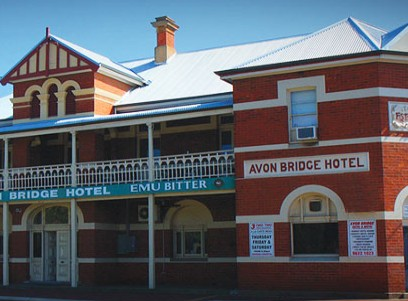 Avon Bridge Hotel - Accommodation Mermaid Beach