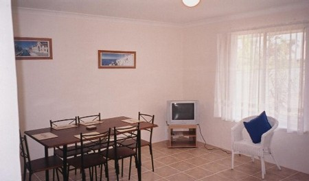 JJ's Holiday Cottages - Butler Street - Accommodation Mermaid Beach