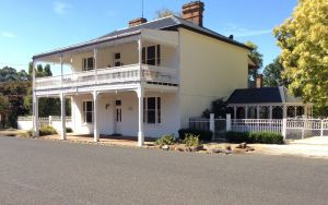 The White House Carcoar - Accommodation Mermaid Beach
