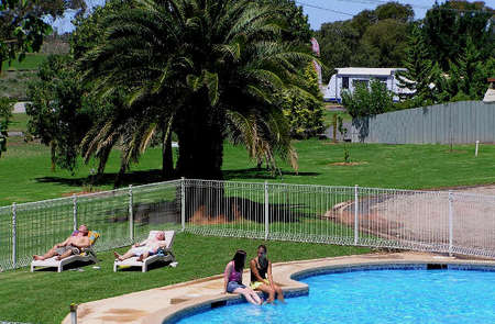 Swan Hill Holiday Park - Accommodation Mermaid Beach