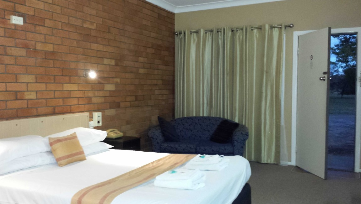 AA Hilldrop Motor Inn - Accommodation Mermaid Beach