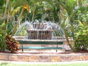 Bauer and Wiles Memorial Fountain - Accommodation Mermaid Beach