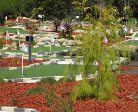 18 Hole Mini Golf - Club Husky - Accommodation Mermaid Beach