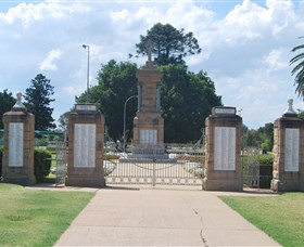 Warwick War Memorial and Gates - Accommodation Mermaid Beach