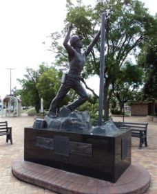 Miners Memorial Statue - Accommodation Mermaid Beach