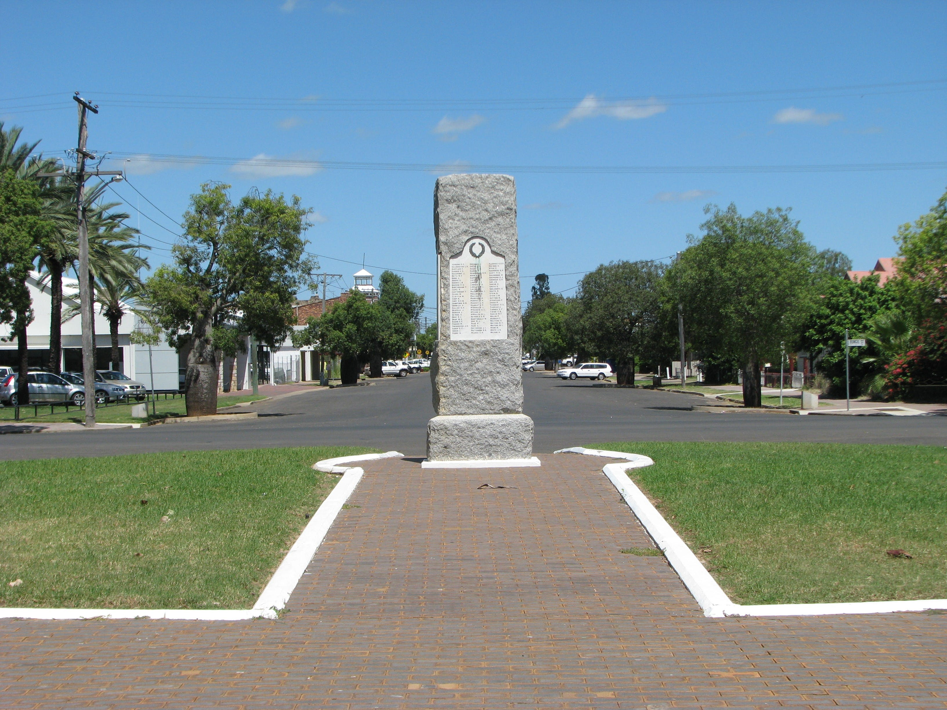 War Memorial and Heroes Avenue Roma - Accommodation Mermaid Beach