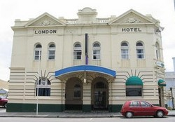 The London Hotel - Accommodation Mermaid Beach