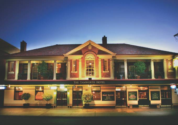 Tamworth Hotel - Accommodation Mermaid Beach