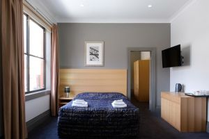 Royal Exhibition Hotel - Accommodation Mermaid Beach