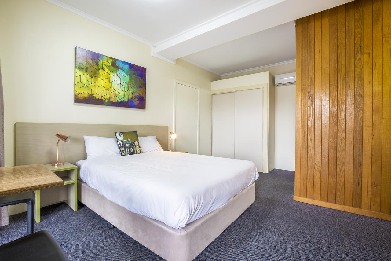 Boomerang Hotel - Accommodation Mermaid Beach
