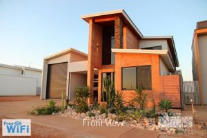 31 Inggarda Lane - Spectacular Views with a Private Jetty and Wi-Fi - Accommodation Mermaid Beach