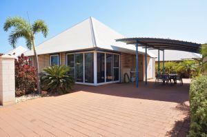 Osprey Holiday Village Unit 122/2 Bedroom - Perfectly neat and tidy apartment - Accommodation Mermaid Beach