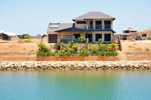 27 Corella Court - Exquisite Marina Home With a Pool and Wi-Fi - Accommodation Mermaid Beach